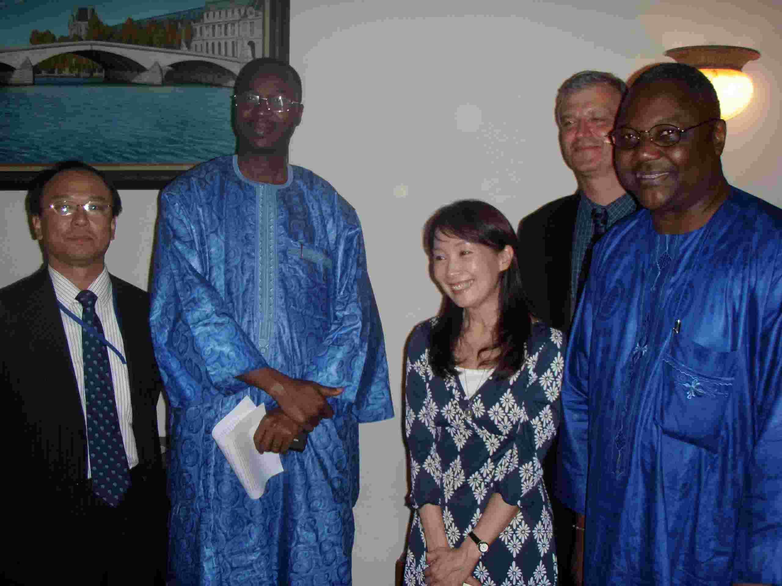 在ブルキナファソ日本国大使館 アグネス・チャン大使の来訪
